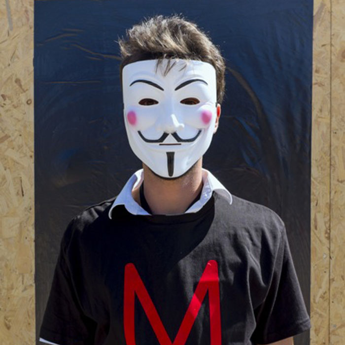 Masque Anonymous - Installation En Quête - Au pire, qu'est-ce qu'on risque ? / Agora Bordeaux, 12-13 Septembre 2014